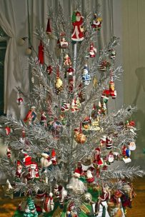 Aluminum-Christmas-Tree-Decoration-Ideas-6-683x1024